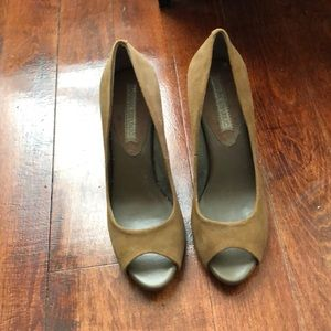 Banana Republic peep toe heels never worn!